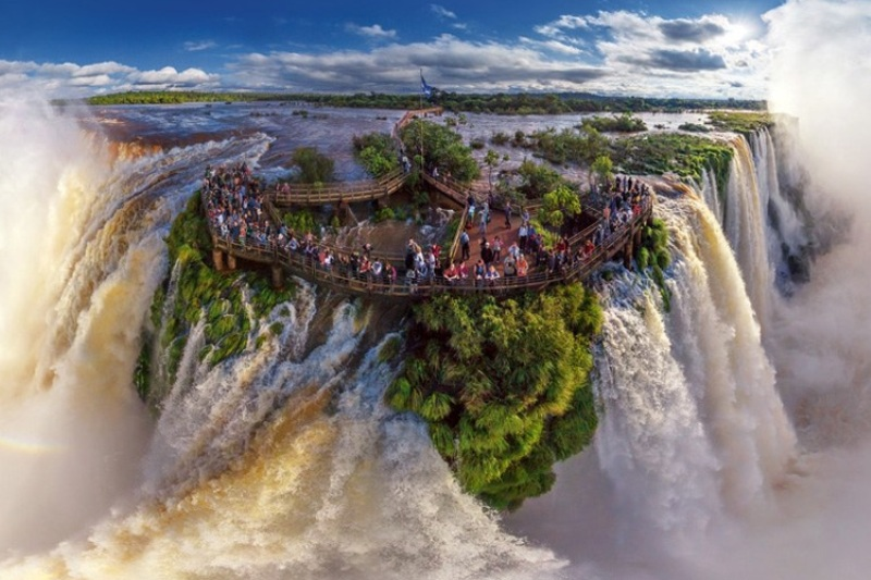 iguazu-falls-border-of-brazil-and-argentina